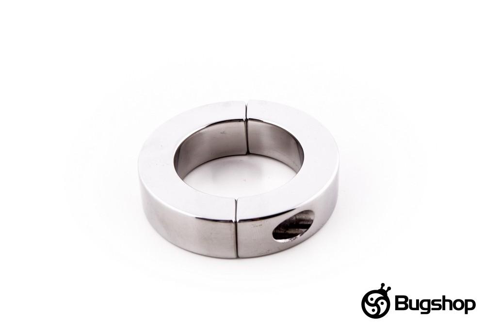 Kovový kruh na penis či varlata