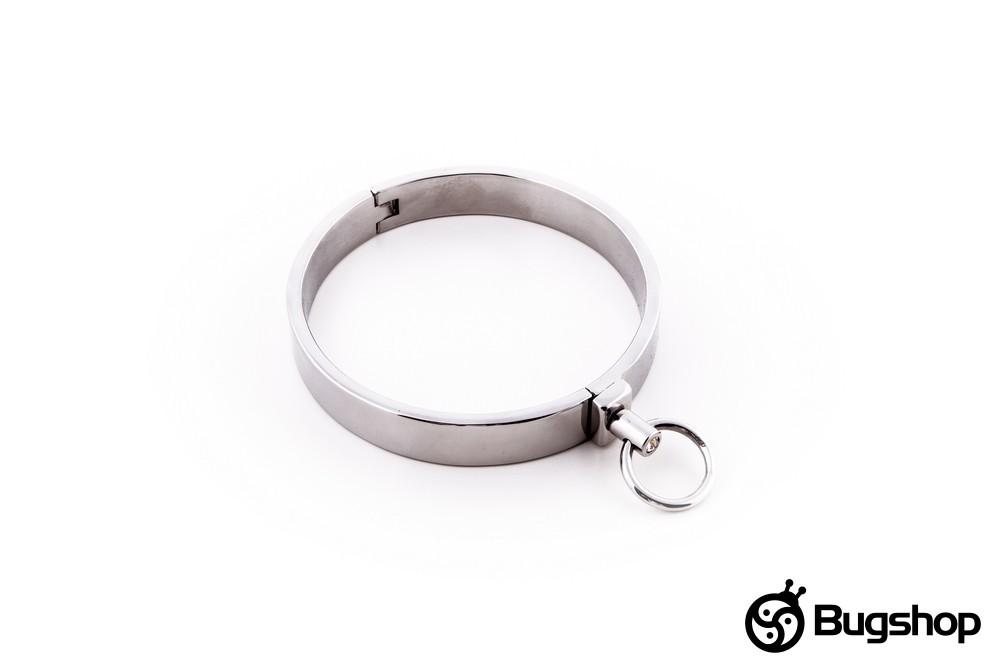 Metal collar with a closing pin